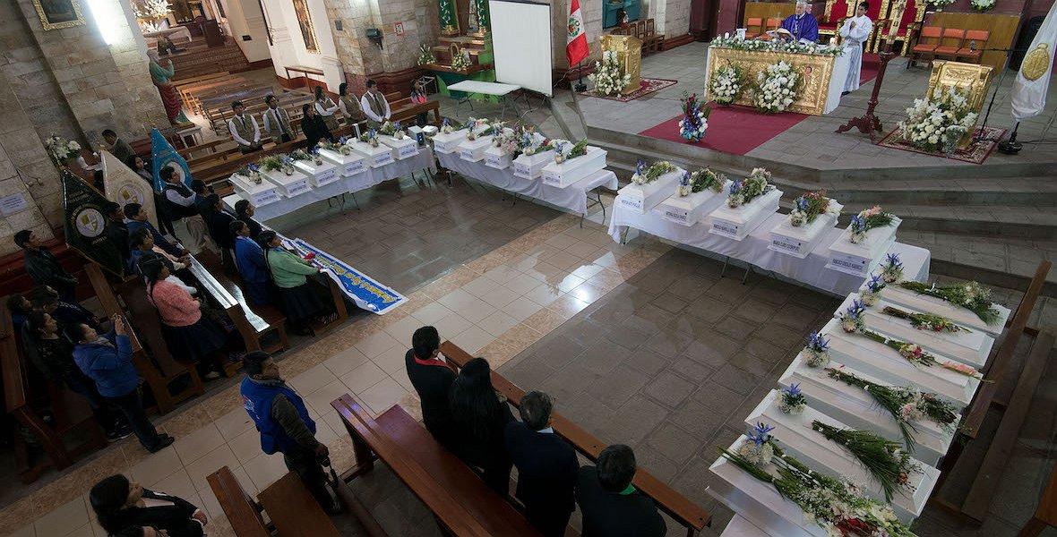 RAMIREZ - Misa celebrada en la catedral Huanta a propósito de la entrega de 23 personas desaparecidas identificadas a sus f Agence France-Presse